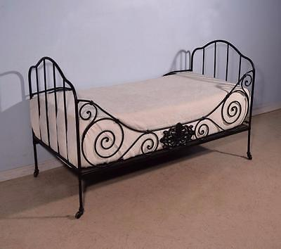 Classic Antique French Wrought Iron Folding Day Bed/Daybed