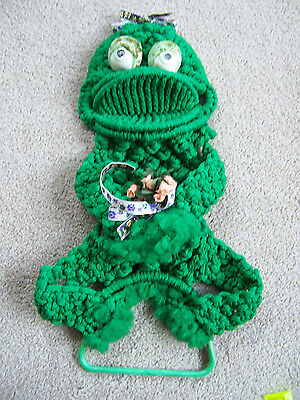 "Vintage Green Frog Macrame Retro Towel Holder LARGE 23"" Home Wall Decor Big Eyes"