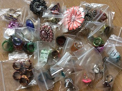 Job Lot Of 40 NEW Items Of Fashion Jewellery MIXED RINGS New 130417-01