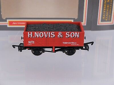 OO Dapol  H.Novis & Son 7 Plank  Wagon Limited Edition Boxed