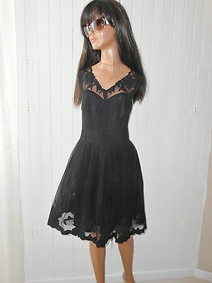 ASos Robe Patineuse  Noire Tulle et Broderies      T 40