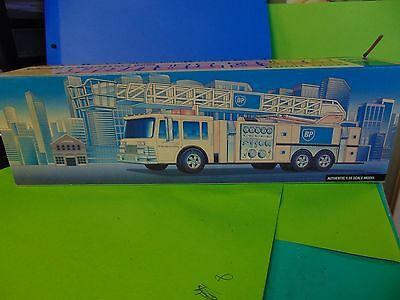 Bp Gas Station Aerial Tower Fire Truck 1999 Collectors Edition 1/35 Scale