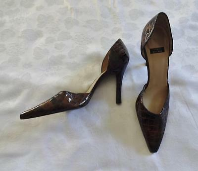 EUC!! Brown patent leather STUART WEITZMAN pointed toe open sides heels sz 8.5B
