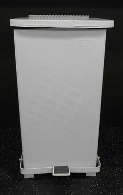United 12 Gallon Defenders Step Trash Can W/lid W/ Germ Fighter Insert