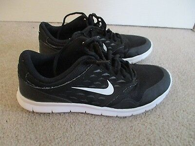 Boy's / Girls Youth NIKE Black/White Athletic Casual Sneakers/Shoes size 6.5