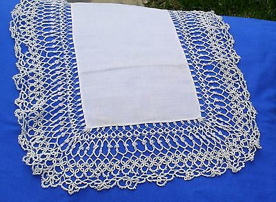 Vintage Handmade Tatted Lace Runner