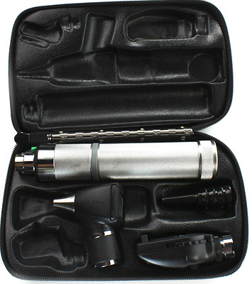 Welch Allyn Otoscope / Opthalmoscope 3.5v Diagnostic Set with Handle and Case