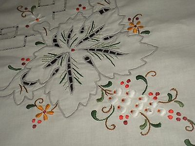 VINTAGE MADEIRA HANDMADE STYLE EMBROIDERED LINEN TABLECLOTH**170 cm x 260 cm