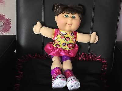 CABBAGE PATCH KIDS GIRL Dark hair TWINKLE  TOES DOLL shoes light up