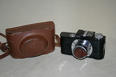 VINTAGE ARGUS A2B 35mm CAMERA #118372 WITH CASE  AND LENS CAP  40839