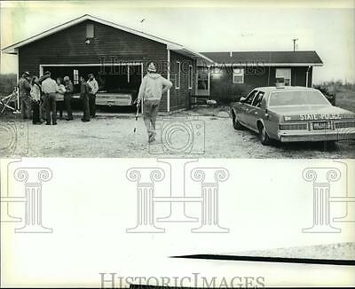 1981 Press Photo Police arrest 25 people for illegal dog fighting in Michigan