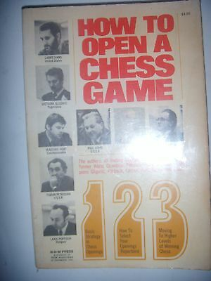 CHESS ECHECS: How to open a chess game, 1974, BE