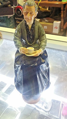 """Royal Doulton Figurine ''the Cup Of Tea'' 7"""" Tall Perfect Cond. 1963 Hn 2322"""