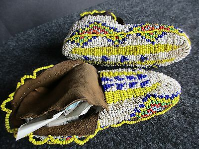 Native American Fully Beaded Leather Moccasins, Plains Indian   Buf--00368