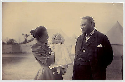 ENGLISH SETTLERS in INDIA w BABY / KOLONISTEN in INDIEN * Vintage 1890s Photo