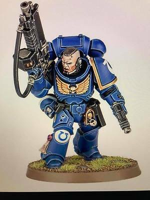 Warhammer 40,000 Space Marines Primaris  Lieutenant Auto Bolt Rifle and Pistol