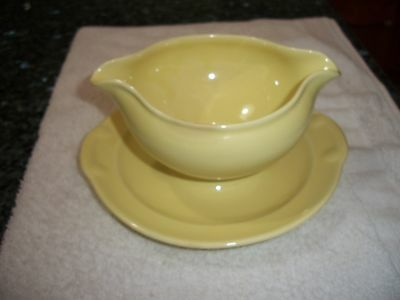 """Taylor Smith & Taylor """"Lu-ray"""" Yellow Gravy Boat w Attached Underplate #149"""