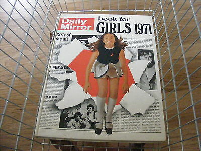 Daily Mirror Book For Girls 1971 94 Pages Hardback Very Good Condition