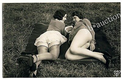 WOMEN w NUDE THIGHS OUTDOOR Vintage 30s Ostra / BIEDERER Photo PC Lesbian Int #2