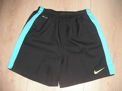 short NIKE dry fit 10-12 ans