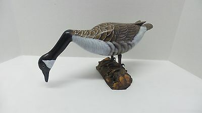 Hand Painted Carved Wood Glass Eyes CANADIAN GOOSE Decoy/Statue on Log