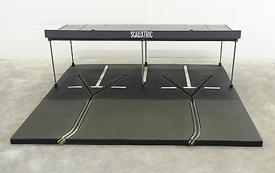 Vintage Tri-ang SCALEXTRIC MM/A224 Paddock (Rubber Track) With Roof Canopy