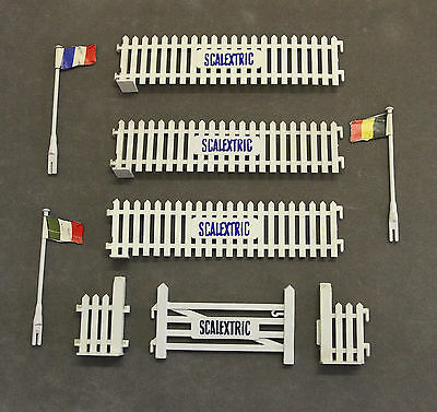 Vintage SCALEXTRIC A225 Paddock Paling Fences + Flagpoles and A226 Gate Unit