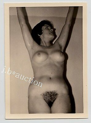 NUDE WOMAN AT HOME / NACKTE FRAU ZUHAUSE AKTFOTO * Vintage 50s Amateur Photo #35