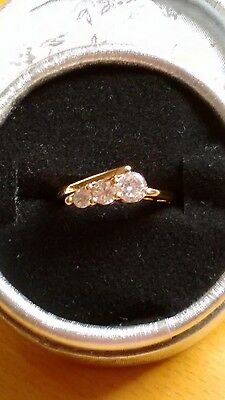 Ladies ring.  crystal set. Twist design.size.L.  yellow gold filled. New.
