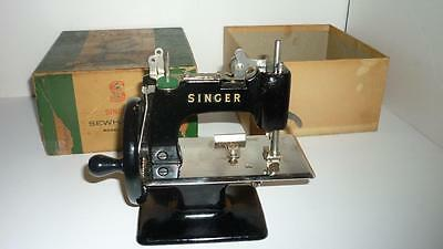 Vintage Singer 20 Sewhandy Small Child Toy Sewing Machine