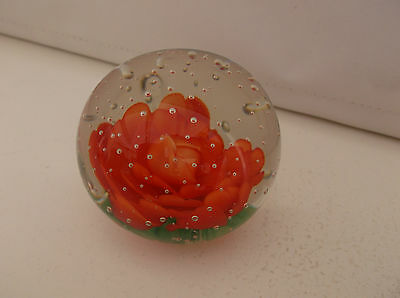 "Glas Briefbeschwerer ""Rote Rose"" / Glass Paperweight ""Red Rose"""