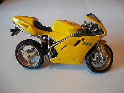 Ducati 748  1-18 Scale Maisto Motorcycle Model