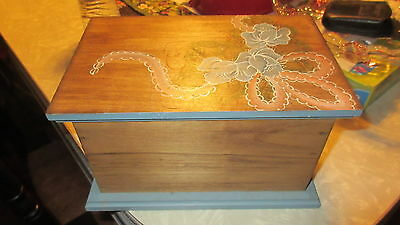Lovely~~ Floral Painted with Hand Crafted Wooden Chest / Storage / Jewelry Box