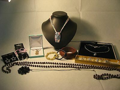 Nice Lot of Vintage and Modern Jewellery.