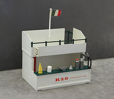 Vintage Tri-ang SCALEXTRIC A203 Owner's Stand & Pit (KLG Sparking Plugs) + Tools