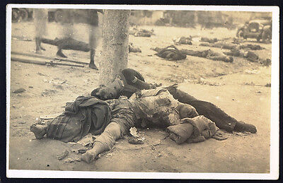 CHINESE PUBLIC EXECUTION SCENE. circa 1910 Vintage RP Postcard. Free UK Post (A)
