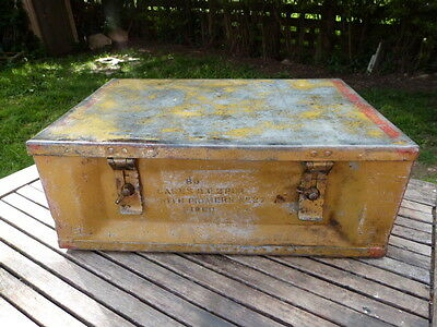 Great Vintage Heavy Ammunitions/fuse Military Box/case.