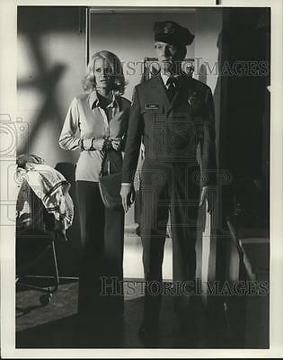 1976 Press Photo Actors Angie Dickinson and Bruce Davison in Police Woman Show