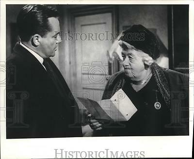 """1976 Press Photo Margaret Rutherford, Charles Tingwell in """"Murder Most Foul"""""""