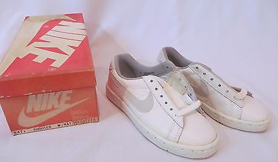 Vintage Nike Sneakers Shoes Red  Dead Stock Youth Kids sz 3
