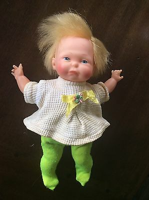 Vintage NEWBORN THUMBELINA DOLL by IDEAL 1967 Working Original Outfit Well Loved