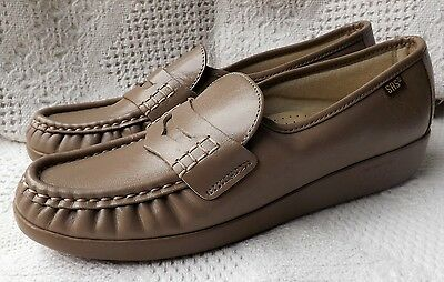 New NWOB womens SAS beige/tan leather slip on penny loafer shoes 7.5 S