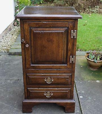 Titchmarsh & Goodwin Style Quaity Bedside Cabinet / Lamp Table Solid Oak