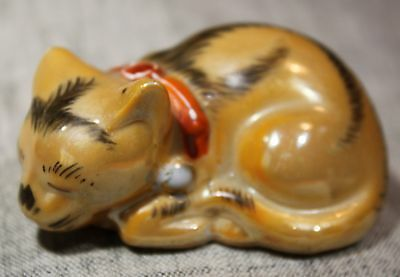 """MADE IN JAPAN """"Lustreware & Black"""" Sleeping Cat w/Red/Gold Collar"""