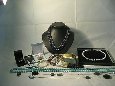 Nice Mixed Lot of Vintage and Modern Jewellery.