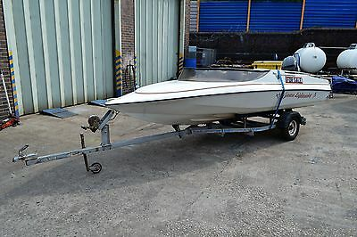 Simms Super V 16 foot Speedboat with Trailer & 60 HP Mercury Outboard Engine