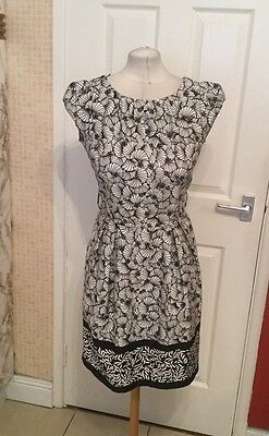 Ladies Black and White Floral Design Dressy Style Dress Size 12 Dorothy Perkins