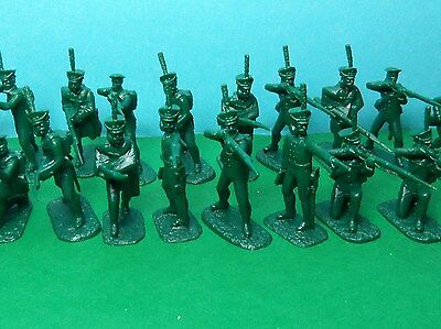 Armies in Plastic 1/32 scale Napoleonic Russian Infantry x16 (green)