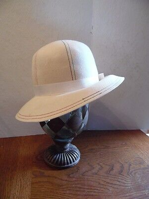 Vintage Cream Felt Rainbow Stitch Ladies Cloche Hat