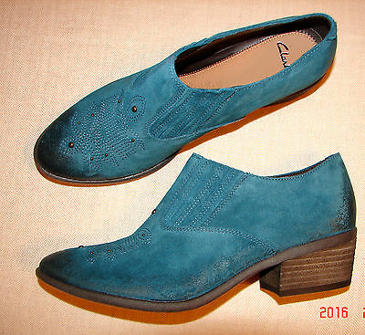 """GLOSSY STONE""Clark's Women/Ladies Blue Suede Shoes size 4 D."